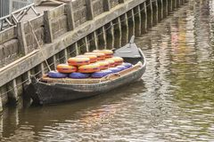 Närbild av fartyget med ostar i alkmaar Nederländska Holland arkivbild