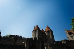 Närbild av forntida ramparts och chateautorn fotografering för bildbyråer