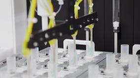 Närbild av forskning för medicinsk utrustning på definitionen av cancer stock video