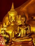 Närbild av guld- meditera buddha statyer Royaltyfria Bilder