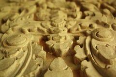 Närbild av historiskt snida i den Cambodja monumentet royaltyfri bild