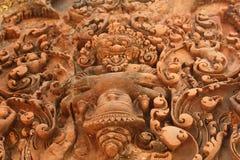Närbild av historiskt snida i den Cambodja monumentet royaltyfria foton