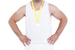 Närbild av idrottsman nen med den olympic medaljen Arkivbild
