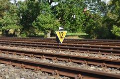 Närbild av järnvägsspår arkivbild