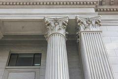Närbild av kolonner för romersk stil arkivbilder