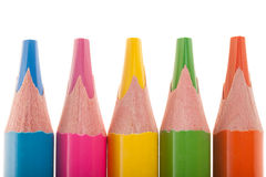 Närbild av mångfärgade blyertspennor som isoleras på vit Royaltyfria Bilder