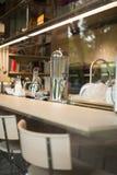 Närbild av modernt kök för modern uppehälle fotografering för bildbyråer