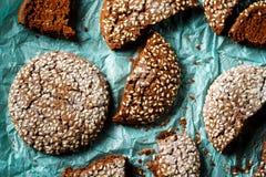 Närbild av nya bakade chokladkakor Royaltyfri Bild