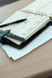 Närbild av pennan och dagordningen Royaltyfri Foto