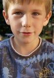 Närbild av pojken i solig trädgård Royaltyfria Foton