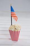 Närbild av popcorn med 4th det juli temat Royaltyfri Bild