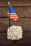 Närbild av popcorn med 4th det juli temat Arkivbild