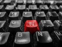 Närbild av singeltangenten med symbolet för shoppingvagn, tangentbord Royaltyfria Foton