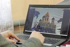 Närbild av skrivande male händer Fotografering för Bildbyråer