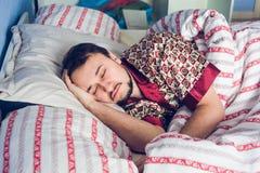 Närbild av sova för man Royaltyfria Bilder