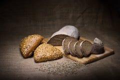 Närbild av traditionellt bröd. Sund mat. Arkivbilder