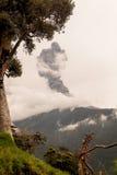 Närbild av Tungurahua Volcano Powerful Sunset Explosion Royaltyfri Foto