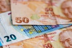 Närbild av turkiska och europeiska sedlar Arkivfoto