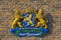 Närbild av vapenskölden av den holländska kungafamiljen Royaltyfri Fotografi