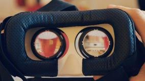 Närbild av virtuell verklighetexponeringsglas arkivfilmer