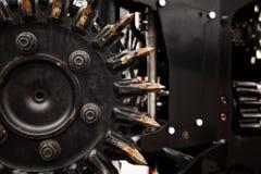 Närbild för cirkelsåg för metall för svart för skogskördearbetaremaskin arkivbilder