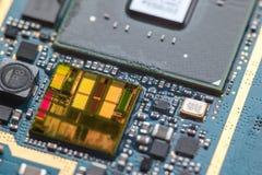 Närbild på en CPU-mikrochipsintrig Arkivfoto