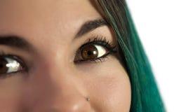 Närbild på ung kvinnas öga fotografering för bildbyråer