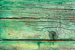 Närbild på yttersidan av en gammal trägrön dörr Royaltyfri Fotografi