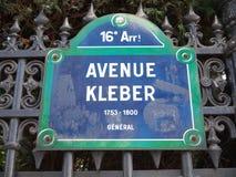 Närbild Paris Frankrike för avenyKleber Street tecken Royaltyfri Foto