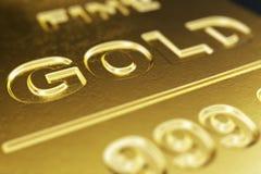 Närbild, skinande guld- stänger för makro, vikt av guld- stänger 1000 gram begrepp av rikedom och reserv Begrepp av framgång in Arkivfoton