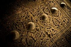 Närbildbild av forntida dörrar Arkivfoton