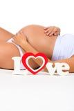 Närbildbuk av gravida kvinnan Begrepp av havandeskap och moderförälskelse Arkivfoto