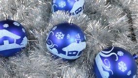 Närbilden av en rotation av blå jul klumpa ihop sig Jul bakgrund, glitter arkivfilmer