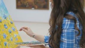 Närbilden av flickan, konstnärmålning 4K lager videofilmer
