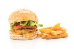 Närbilden av hemmet gjorde den isolerade nya smakliga hamburgaren på vit backg Royaltyfria Bilder