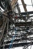 Närbilden av på måfå att hänga binder på elektriska poler Royaltyfri Foto