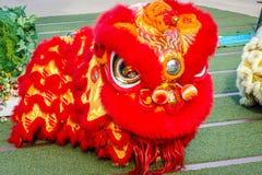 Närbilden av röda Lion Head, lejondans är en form av den traditionella dansen och kapaciteten i kinesisk kultur royaltyfri fotografi