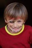 Närbilden av vresigt piratkopierar pojken Royaltyfri Foto