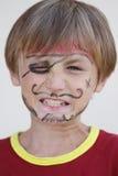 Närbilden av vresigt piratkopierar pojken Arkivbilder