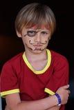 Närbilden av vresigt piratkopierar pojken Arkivfoto