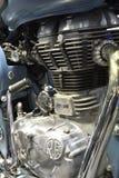 Närbilden ett potent bränsle injicerade motorn 500cc av kunglig Enfield klassiker 500 arkivfoto