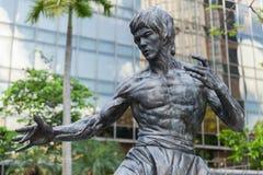 Närbildfoto av den Bruce Lee statyn Arkivbilder