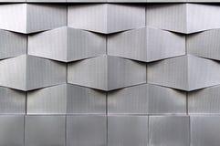 Närbildfoto av den gråa moderna byggnadsfasaden, geometrisk modell för arkitektur Royaltyfri Bild