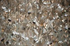 Närbildfoto av metalliska stycken på ljuskronan Royaltyfria Bilder