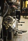 Närbildframdel till baksida av den kungliga Enfield klassikern 500 Arkivfoto