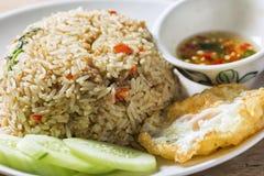 Närbildgriskött och Basil Fried Rice Arkivbild