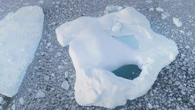 Närbildisberg med pölen Antarktis flyg- skott lager videofilmer