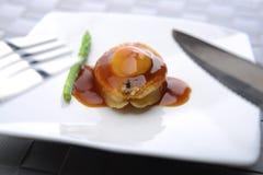 Närbildsikt av Abalone som tjänas som i en restaurang royaltyfria bilder