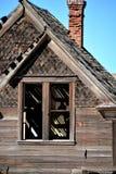 Närbildsikt av det förfallna huset Arkivbilder