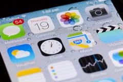 Närbildsikt av manöverenheten av iOS på en iPhone Arkivfoton